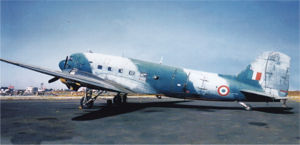 UK2 VP916 Douglas DakotaMkIII 1970-07-12 ex UK KG699 ex US 42-93633 C-47A to IndianAF HJ247 Bombay R
