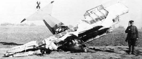Fokker-Dr1-red baron Crash1.jpg