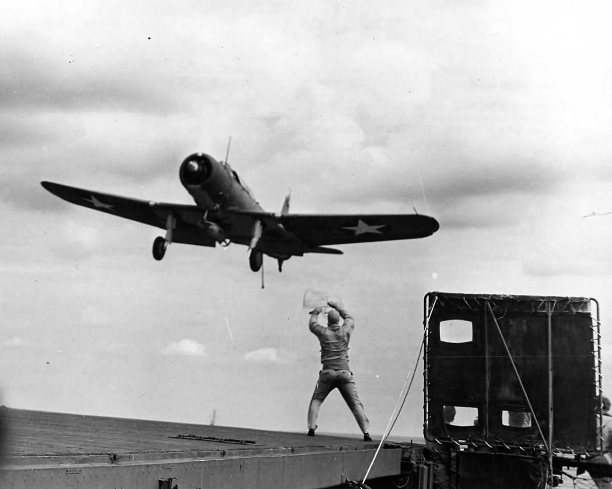 Vought_SB2U_Vindicator_landing_on_carrier.jpg