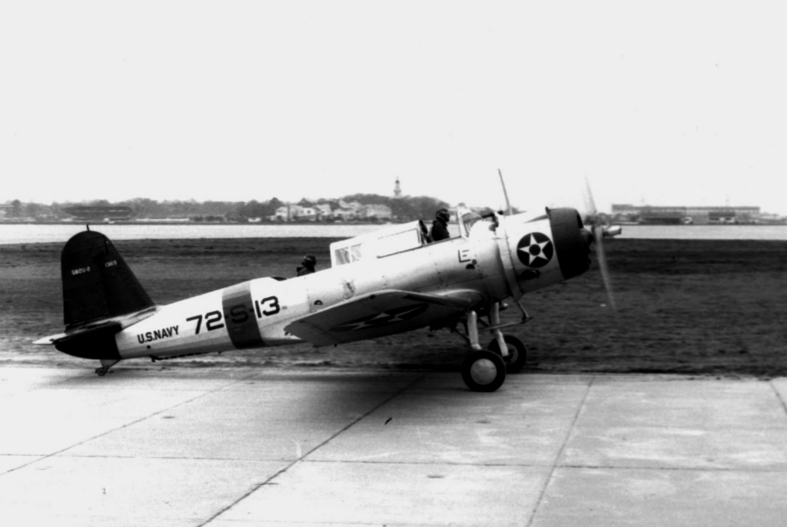 Vought_SB2U-3_VS-72_Jan1941_NAN1-90.jpg
